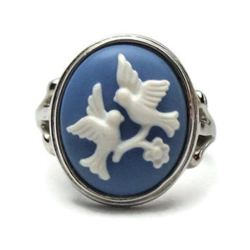Avon Birds Ring Size 6.5 - Blue and White Wedgewood Style White Doves Love Birds Blue Silver Tone Ring - 1980s Signed Avon Cameo Ring