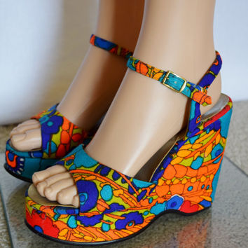 Nos Vintage 1960's Women's PsYcHeDeLiC NeOn HaWaiian Wedged PLATFORM HiPPiE Shoes SaNdaLs Size  6.5  6  1/2  7  - Never Worn