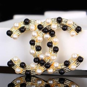 Chanel 2018 black and white pearl inlay fashion classic brooch F-QSSP-DP