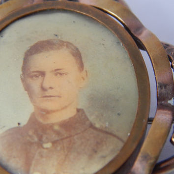 Antique WW1 Picture Locket Brooch with Portrait of A Soldier - Locket Brooch - Portrait Brooch - Antique Picture - Mourning Brooch Jewelry