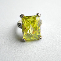 Vintage Sterling Silver Peridot and Marcasite Ring Size 8.5