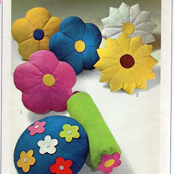 Simplicity Craft Sewing Pattern 1960s Flower Shaped Throw Pillows Neck Roll Pillow Quilted Bolster