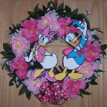 A Surprise For Daisy / Donald & Daisy Duck in Love Wreath
