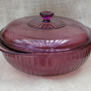 Cranberry Pyrex casserole glass bowl // Purple Cranberry pyrex dish // Vintage serving dish