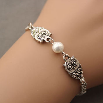 Owl bracelet,friend gift,antique silver owl and preal pendant,alloy chain bracelet(AB044)