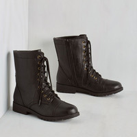 Military Art Me Up Boot in Black