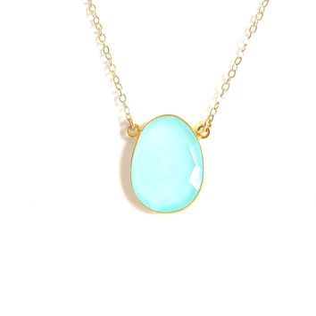 Chalcedony Gold Pendant Necklace