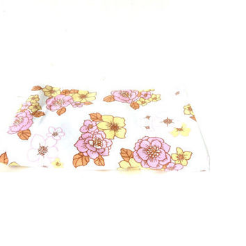 BRENTFORD NYLONS 70s single floral bedsheet. poly-cotton vintage fabric