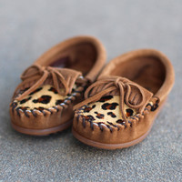 Minnetonka: Girls Leopard Kilty Moccasins