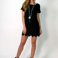 Avery Short Sleeved Scallop Tunic Dress: Black