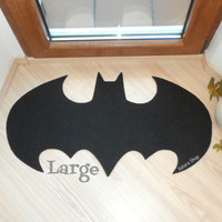 Rug based in a Batman logo. Shape doormat. Large size