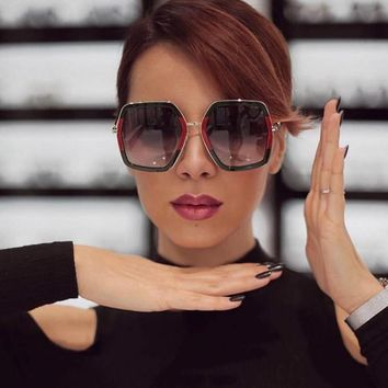 Luxury Sun Glasses Brand Designer Ladies Oversized Crystal Sunglasses Women