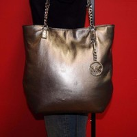 ONETOW MICHAEL KORS Larger JET SET Metallic Silver Chain Leather Satchel Tote Bag Purse