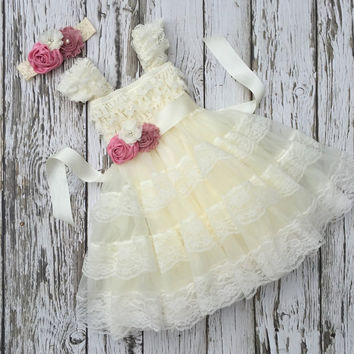 Flower girl dress. Ivory flower girl dress. Vintage girls dress. Ivory lace toddler dress. Country wedding. Ivory chiffon girls dress.