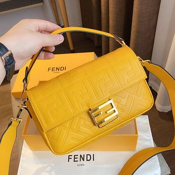 Fendi's Messenger bag baguette baguette shoulder bag crossbody bag metal buckle Yellow