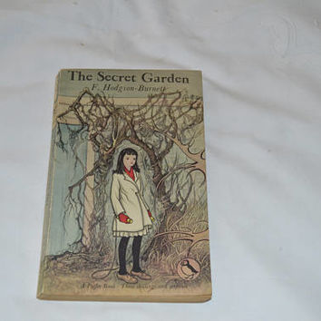 The Secret Garden/classic vintage book /Frances Hodgson Burnett/Puffin book 1960/ships worldwide