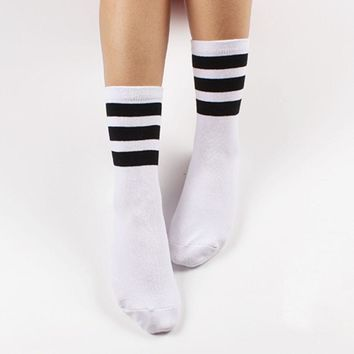 Free shipping New  men women socks Harajuku style skateboard sock