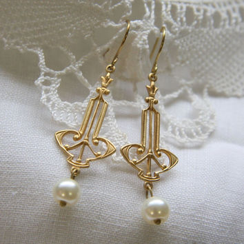 Art Nouveau - gold tone brass and ivory colored pearl dangle earrings