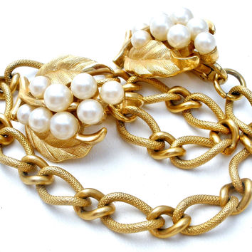 Crown Trifari Pearl Sweater Chain Clip Set Vintage