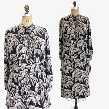 40s Weeping WILLOW Fern Print RAYON DRESS / 1940s Navy Blue Peplum &  Bow Day Dress L