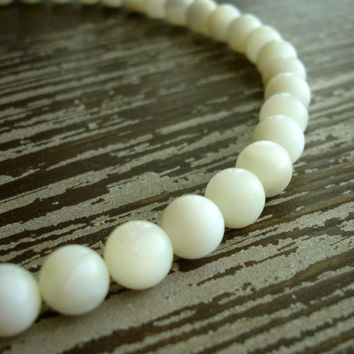 Vintage Mother of Pearl Necklace, Genuine Mother of Pearl Beaded Choker Necklace , MOP White Cream Color, 1950s Mid Century Estate Jewelry
