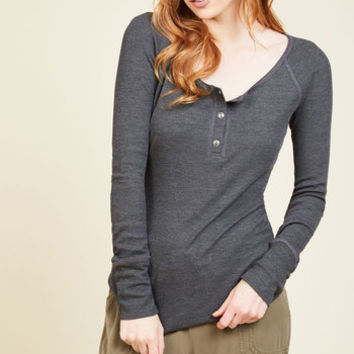 Henley Which Way Top in Charcoal | Mod Retro Vintage Short Sleeve Shirts | ModCloth.com