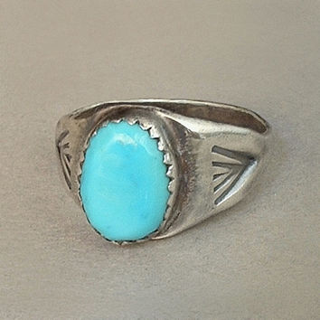 OLD PAWN Vintage Native American Navajo Turquoise RING Sterling Silver Arrow Hand Stampings Size 8 c.1930s