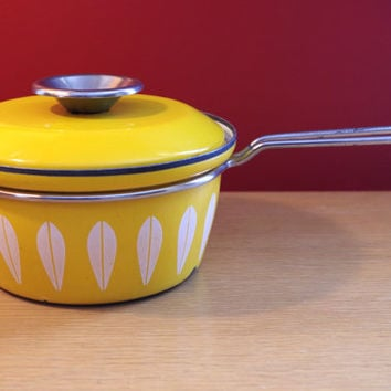 Catherine Holm Vintage 1960s Yellow and White Lotus Leaf 1.5 Qt Enamel Sauce Pot with Lid catherineholm