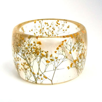 Size XL Yellow Botanical Resin Bangle. Baby's Breath Pressed Flower Bracelet. Plus Size Bangle with Real Flowers Personalized Custom Jewelry
