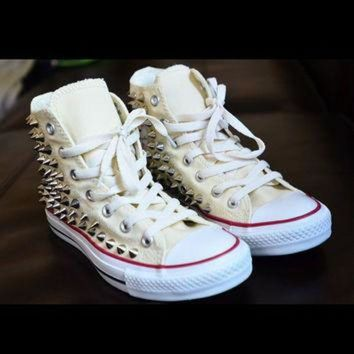 DCCKHD9 Spike stud hand customised converse