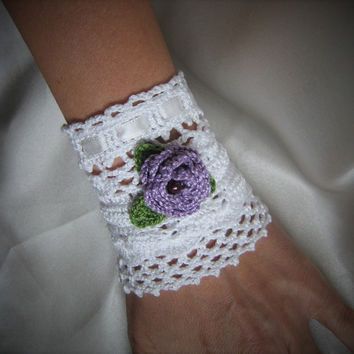 Victorian style wedding lace cuff bracelet white coton lace cristal beads rose pink green white satin ribbon