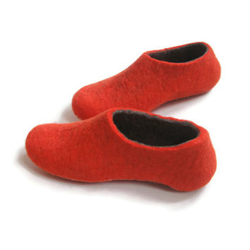 Felted Slippers - Womens Slippers Color Blocking Slippers -  Red Gray Grey - Custom Made Slippers 100% wool slippers