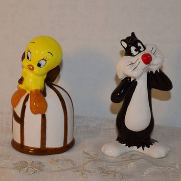 Sylvester and Tweety Salt Pepper Shakers Vintage Looney Tunes S&P Shakers Tweety Bird Sylvestor 1993 Set Home and Living Set of Shakers
