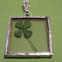 I'm looking over a four leaf clover pendant by peeno123 on Etsy