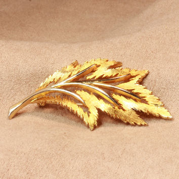 JJ Signed Leaf Brooch Pin Gold Tone Vintage