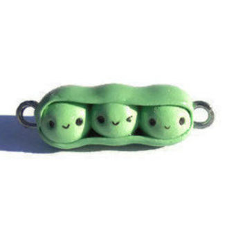 Kawaii peas in a pod charm, peas in a pod sculpture, peas in a pod miniature, peas in a pod pendant, kawaii pendant, kawaii miniature