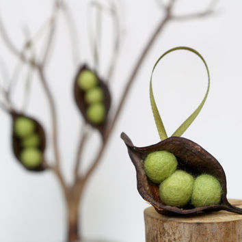 Natural Easter Tree Ornaments 3 Pea Pod Ornaments by Fairyfolk