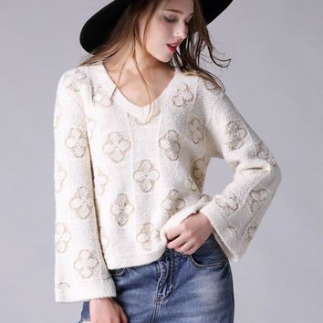 Early small fragrant women Gold Line flower v collar loose top knit sweater horn sleeve pullover