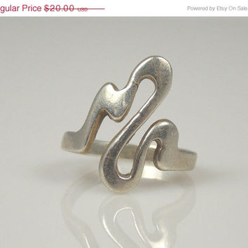 March Madness Vintage Sterling Silver Abstract Loop Pinky Ring 4 Marked CW
