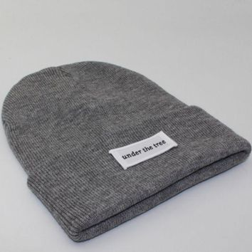 PEAPJ1A Under the tree patch lettering knit hat Gray