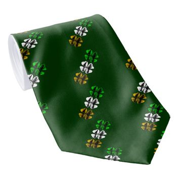 Three Shamrocks Tie