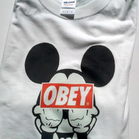 Mickey Mouse Obey T-shirt middle finger censored street art graffiti free shipping