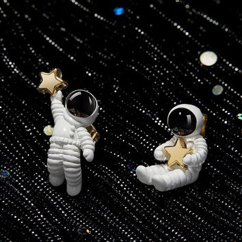 2018 Korean Sweet Cute Asymmetric Cartoon Space Astronaut Star S925 Sterling Silver Stud Earrings for Women Girls Party Jewelry