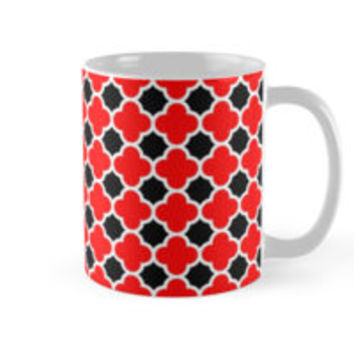 Red Black and White Quatrefoil Pattern by TigerLynx