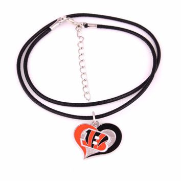 Drop Shipping swirl heart shaped enamel single-sided Cincinnati Bengals Hockey team Logo sport charm with leather chain necklace