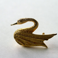 Swan Brooch DFA (Du Barry Fifth Avenue) Vintage Goldtone Textured Pin