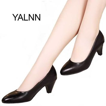 YALNN Black Women Shoes Pumps Ladies Medium Heel Nude Sexy High Heels Wedding Shoes Women Office White Pumps for Girls