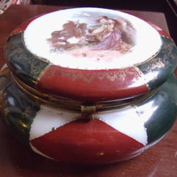 Antique Large Round Porcelain Red-Green Vanity Z. S. & Co.  Bavarian Powder Box