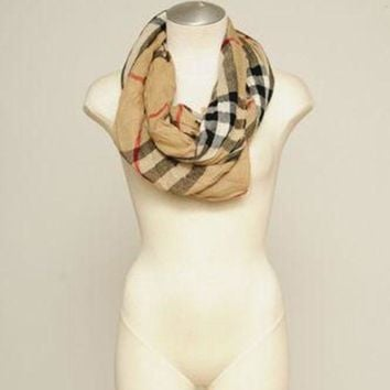 PEAPON Burberry Auth Plaid Checkered Tan Beige Scarf Wrap Wrinkled Gauze Fringe Wool