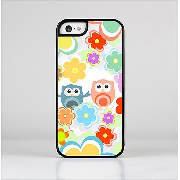 The Fun-Colored Cartoon Owls Skin-Sert for the Apple iPhone 5c Skin-Sert Case
